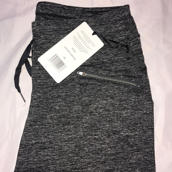 CAPRI / LARGE/ YOGA PANTS